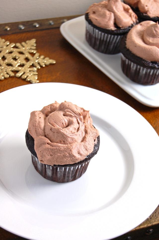 Gluten Free Hot Cocoa Cupcakes | emthebaker.com