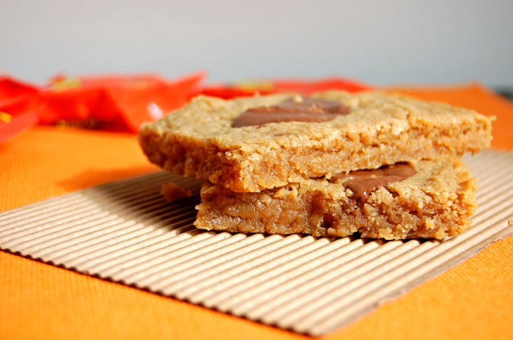 Gluten Free Reese's Peanut Butter Cookie Bar | emthebaker.com