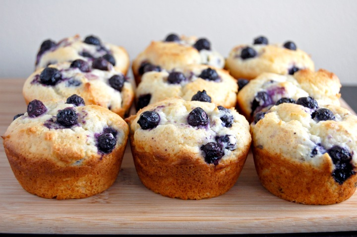 Gluten Free Bluebery Muffins {easy to make, hard to resist!} | emthebaker.com
