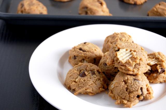 Flourless Peanut Butter Potato Chip Chocolate Chip Cookie {sweet, salty, and addictive!} | emthebaker.com