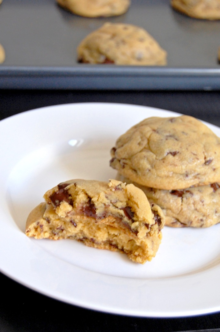 Gluten Free Chocolate Chunk Pudding Cookies {soft and chewy gluten free cookies loaded with chocolate chunks} | emthebaker.com